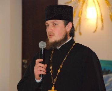 Priester im Dialog